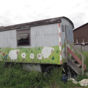 Der Bauwagen: Platz für Geräte, Saatgut, Fachbücher...
